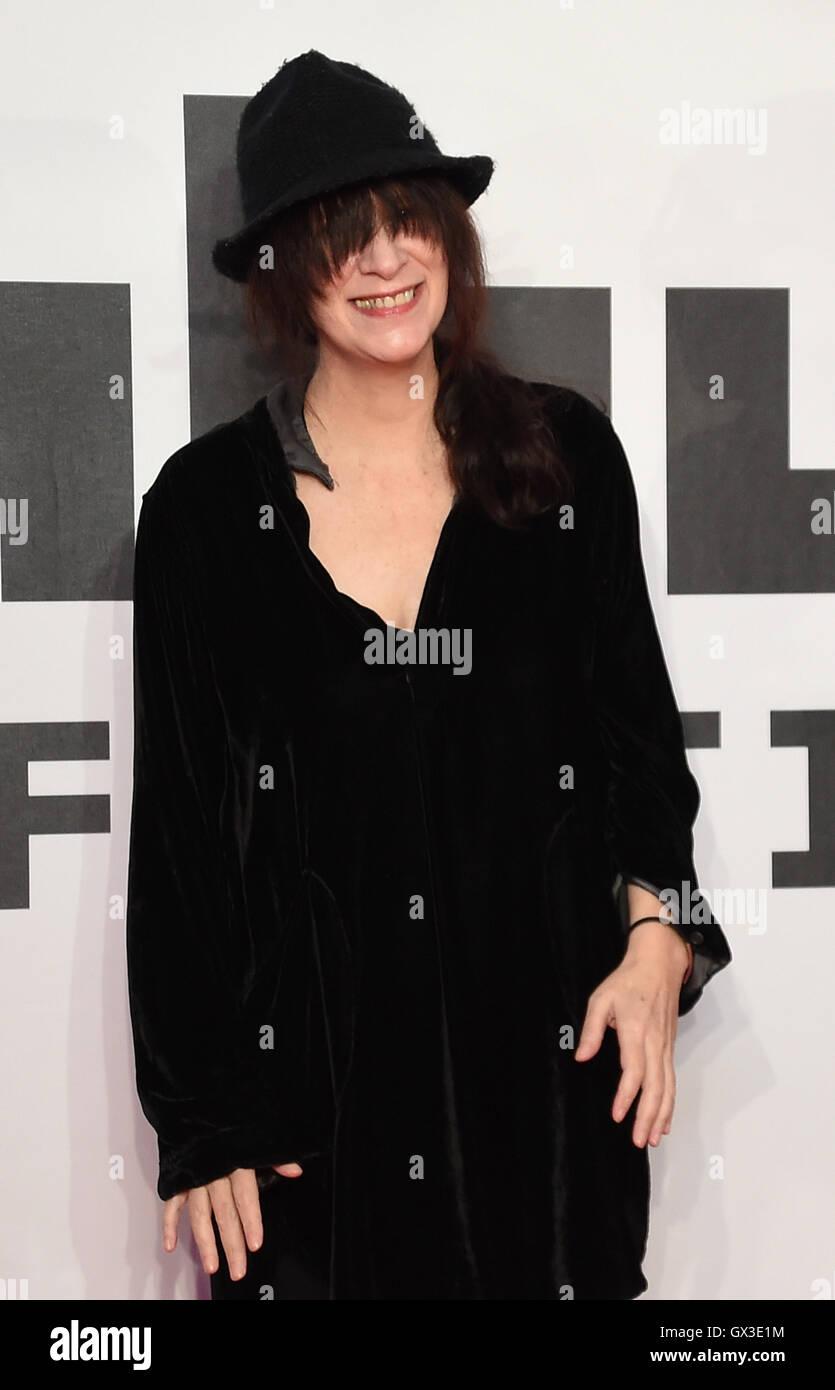 Schauspielerin Amanda Plummer kommt auf dem roten Teppich während dem Filmfestival Filmfest Oldenburg in Oldenburg, Stockbild