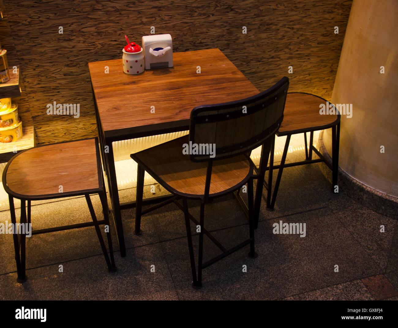 Mobel Tisch Und Stuhl Fur Sit Essen Im Restaurant Stockfoto Bild