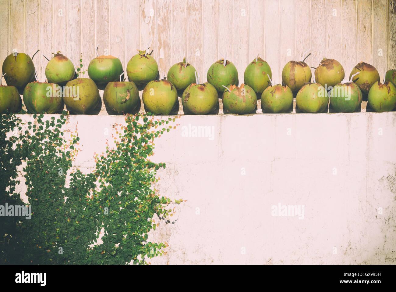 drink coconut water stockfotos drink coconut water bilder alamy. Black Bedroom Furniture Sets. Home Design Ideas