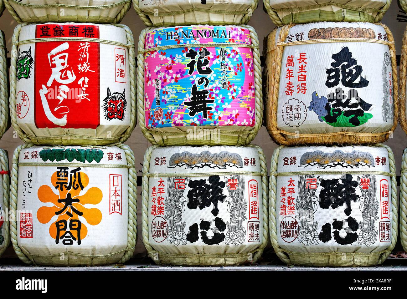 Japan, Honshu-Insel, Kanto, Tokio, Sake-Fässer. Stockbild