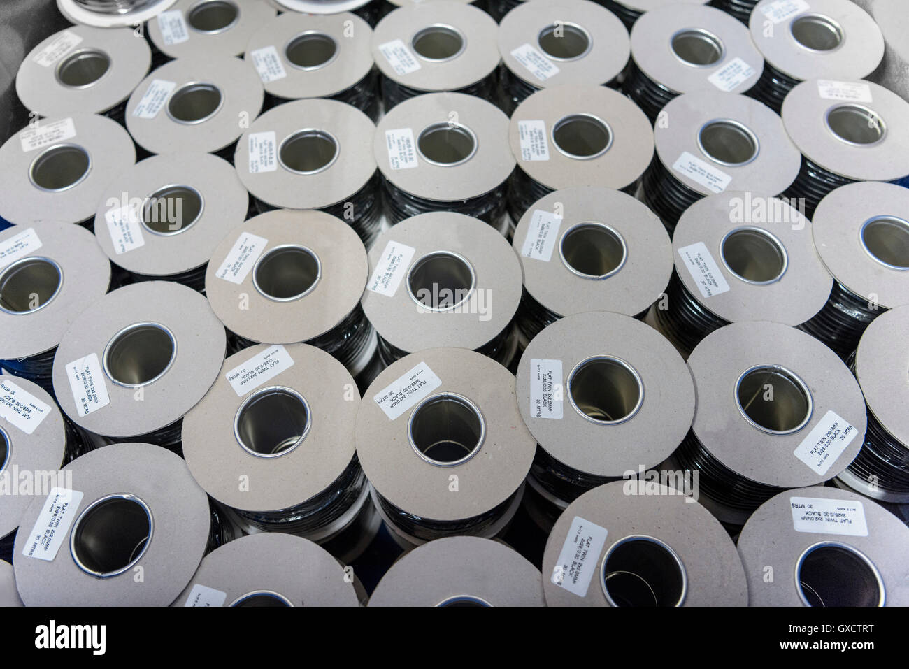 Kabel-Spulen im Kabelwerk Stockfoto, Bild: 119526172 - Alamy