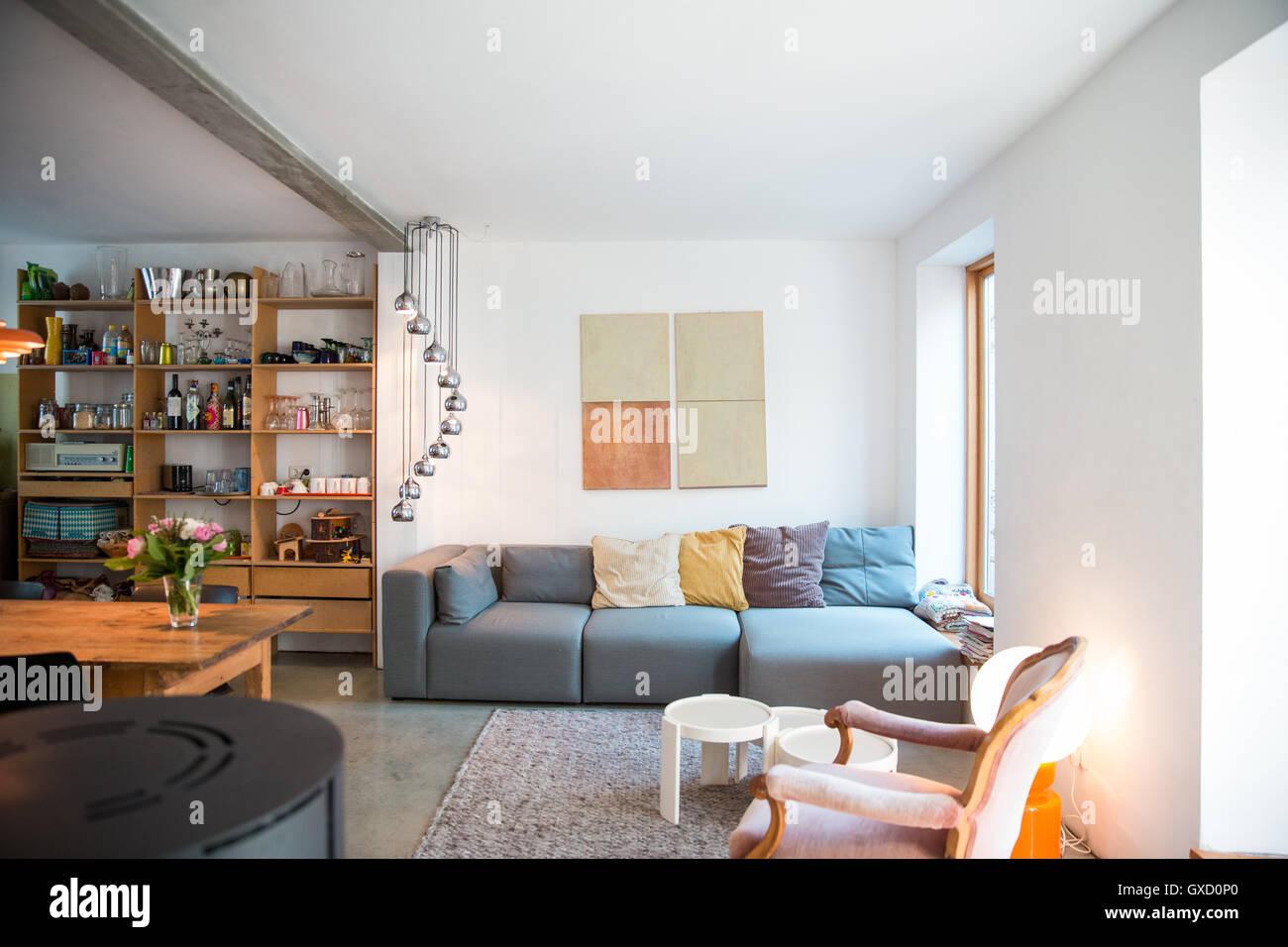 Wohnzimmer im modernen Haus Stockbild