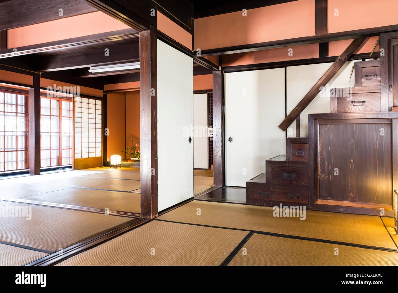 Japan, Izushi. Izushi Shiryokan Museum, innen. 2 große Tatami Matte ...