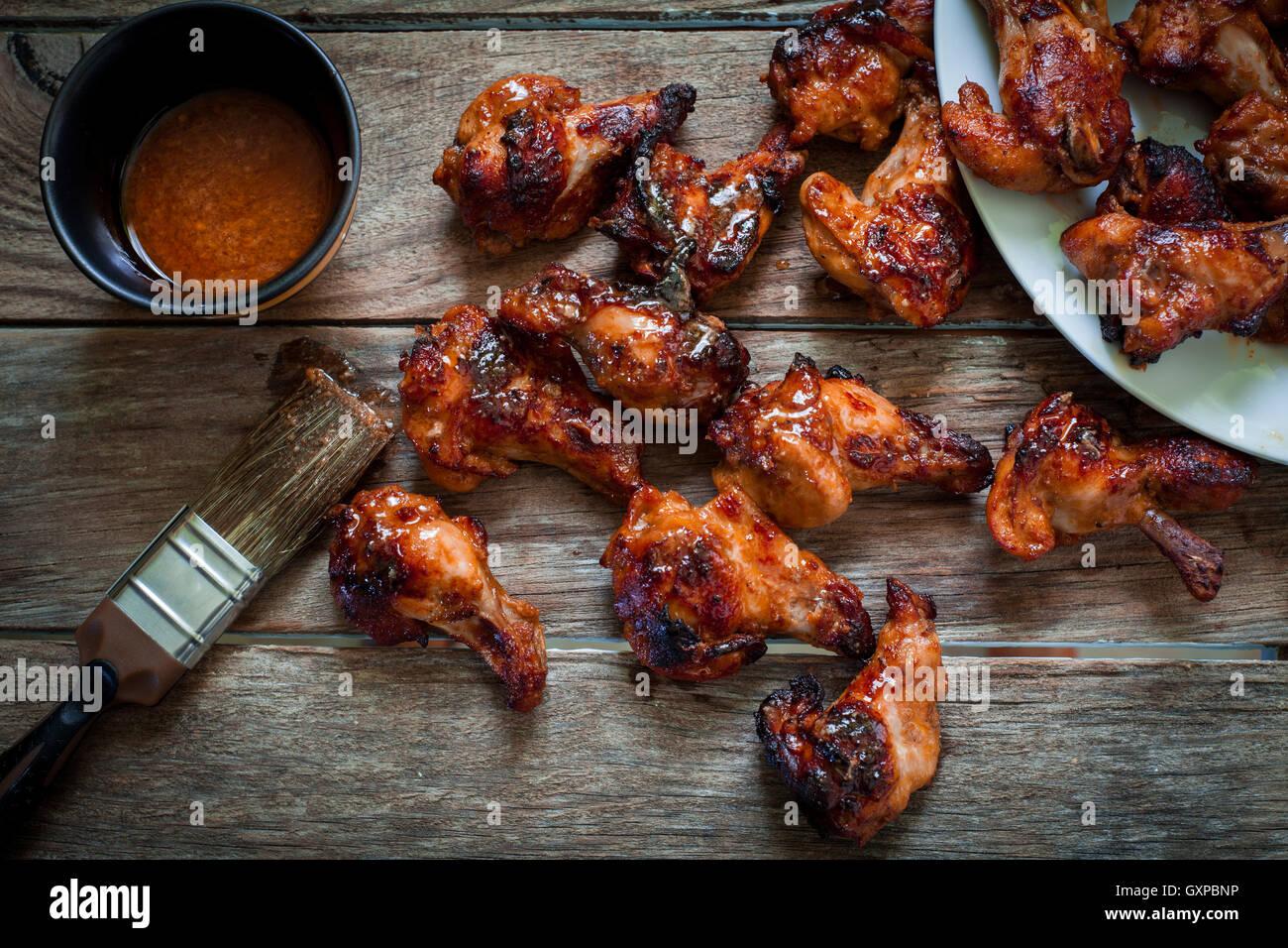 Hähnchenflügel mit geräuchertem Bbq-Sauce für Bad Stockbild