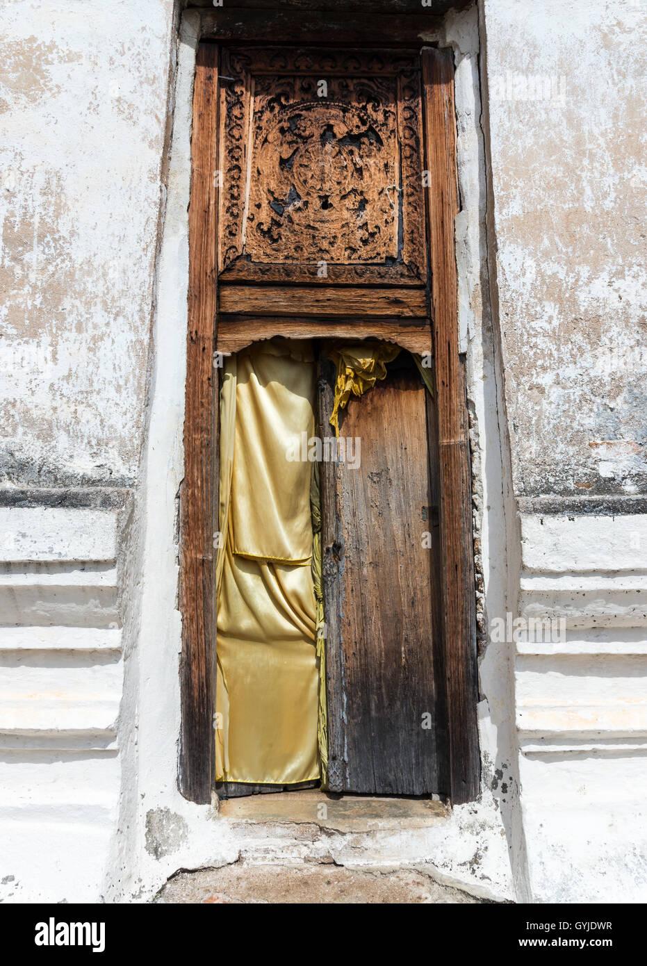 Old Thai Door Stockfotos & Old Thai Door Bilder - Alamy