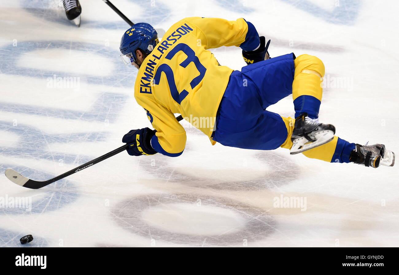 TORONTO, Kanada-18. September 2016: Schwedens Oliver Ekman-Larsson in Aktion im 2016 World Cup of Hockey Spiel gegen Stockbild