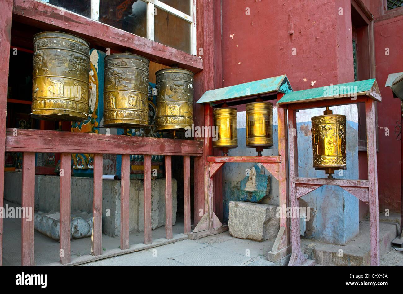 Buddhistischen Gebet Mühlen am Gandan oder Gandantegchinlen Kloster, Ulaanbaatar, Mongolei Stockfoto