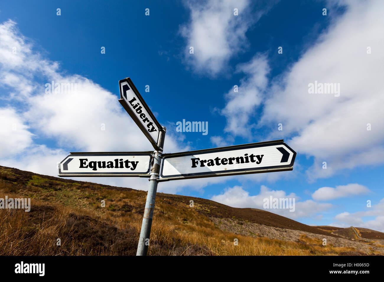 Freiheit Gleichheit Brüderlichkeit unterschreibt das Motto der französischen Republik-Konzept-Straßenschild Stockbild