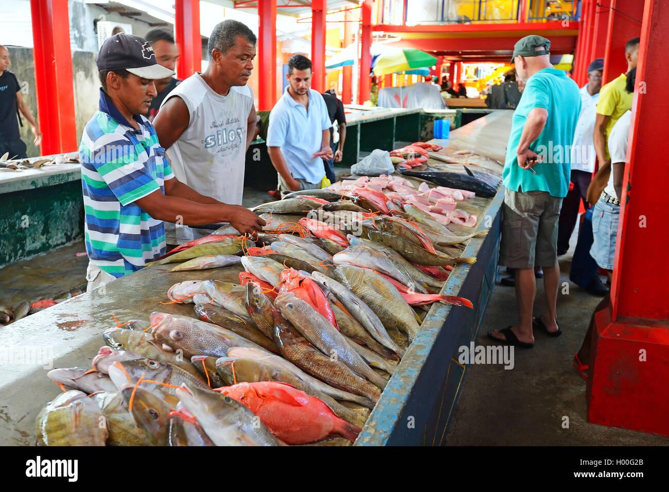 Frisch Gefangene Fische Zum Verkauf, Fischmarkt Im Sir Selwyn Selwyn Clarke Markt in Vicoria, Seychellen, Mahe | Stockbild