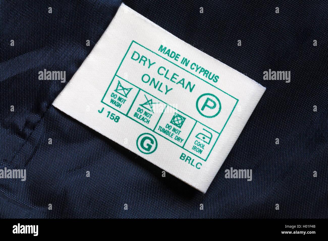 etikett in jacke kleid in zypern nur trocken reinigen k hlen eisen nicht waschen nicht. Black Bedroom Furniture Sets. Home Design Ideas
