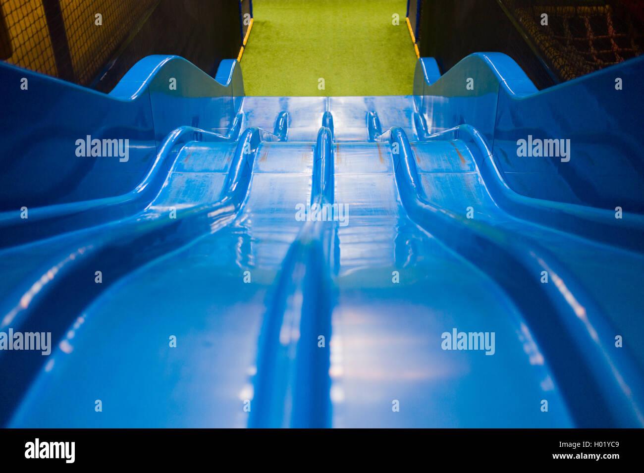 Kinderrutschen - Kinder-Indoor-Playgroung blau Stockfoto, Bild ...