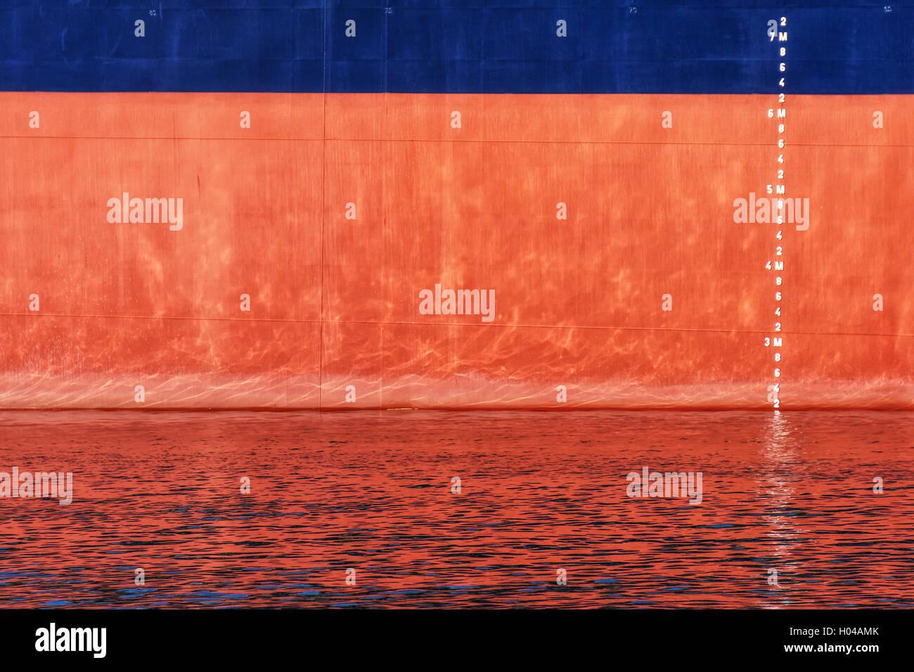 Wasserlinie Skala Zahlen auf einem Schiff Stockbild