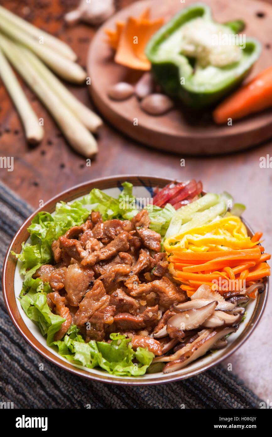 Gebratener Reis mit Rindfleisch gemischt Stockbild