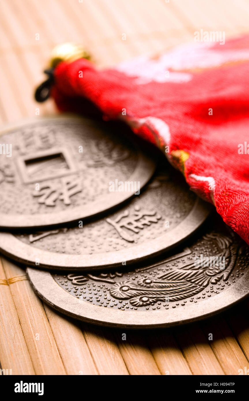 Chinesische Feng Shui Münzen für Reichtum und Erfolg Stockbild