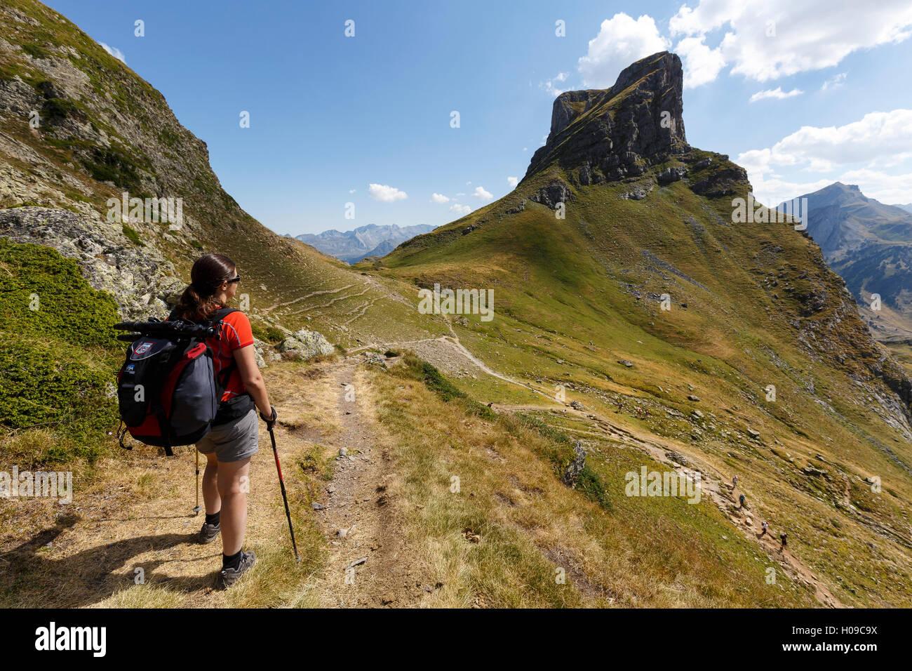 Frauen wandern, Ayous Seen-Route, Pyrenäen, Frankreich, Europa Stockfoto