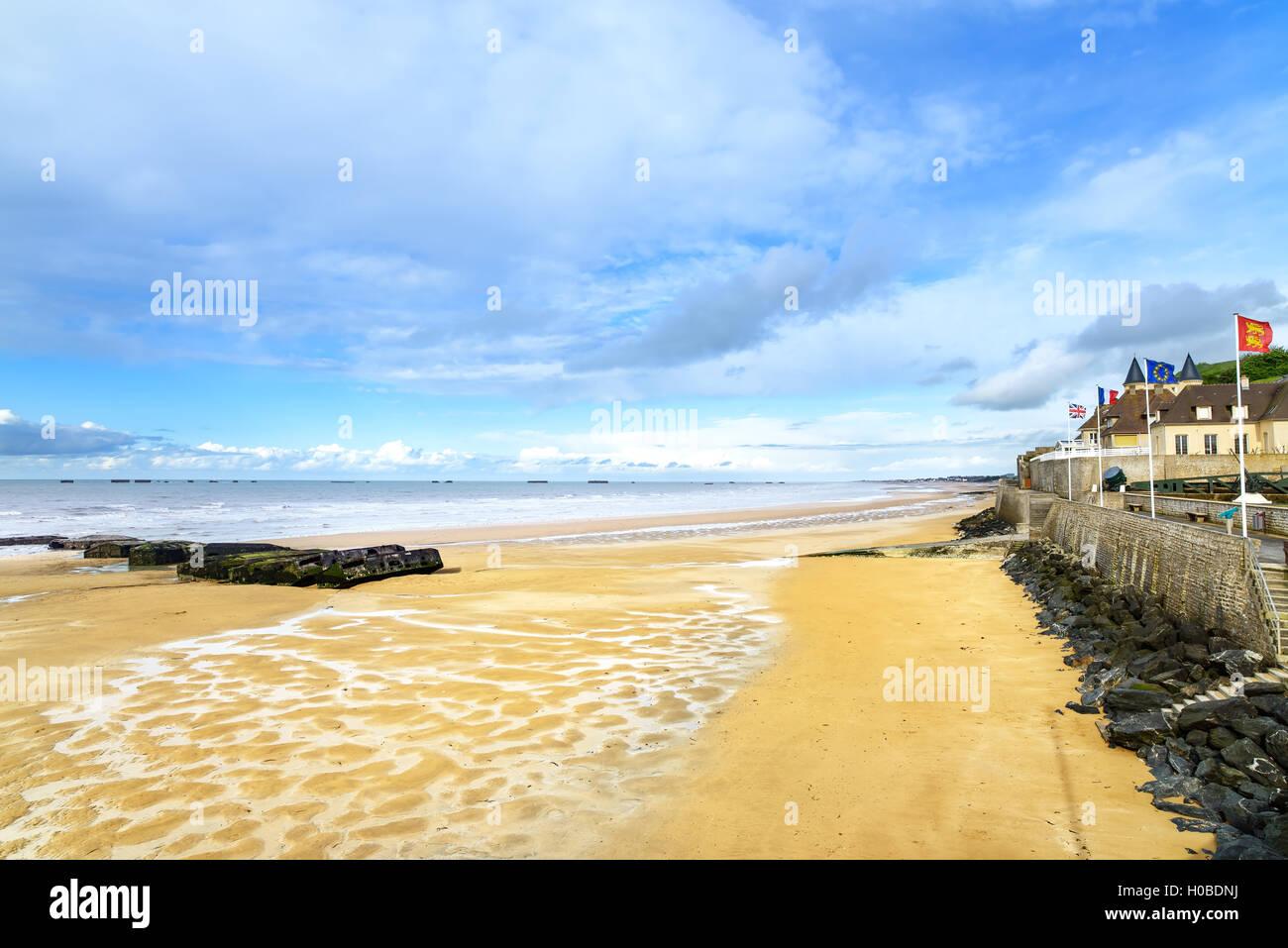 Arromanches Les Bains Direkt Am Meer Strand Und Reste Des