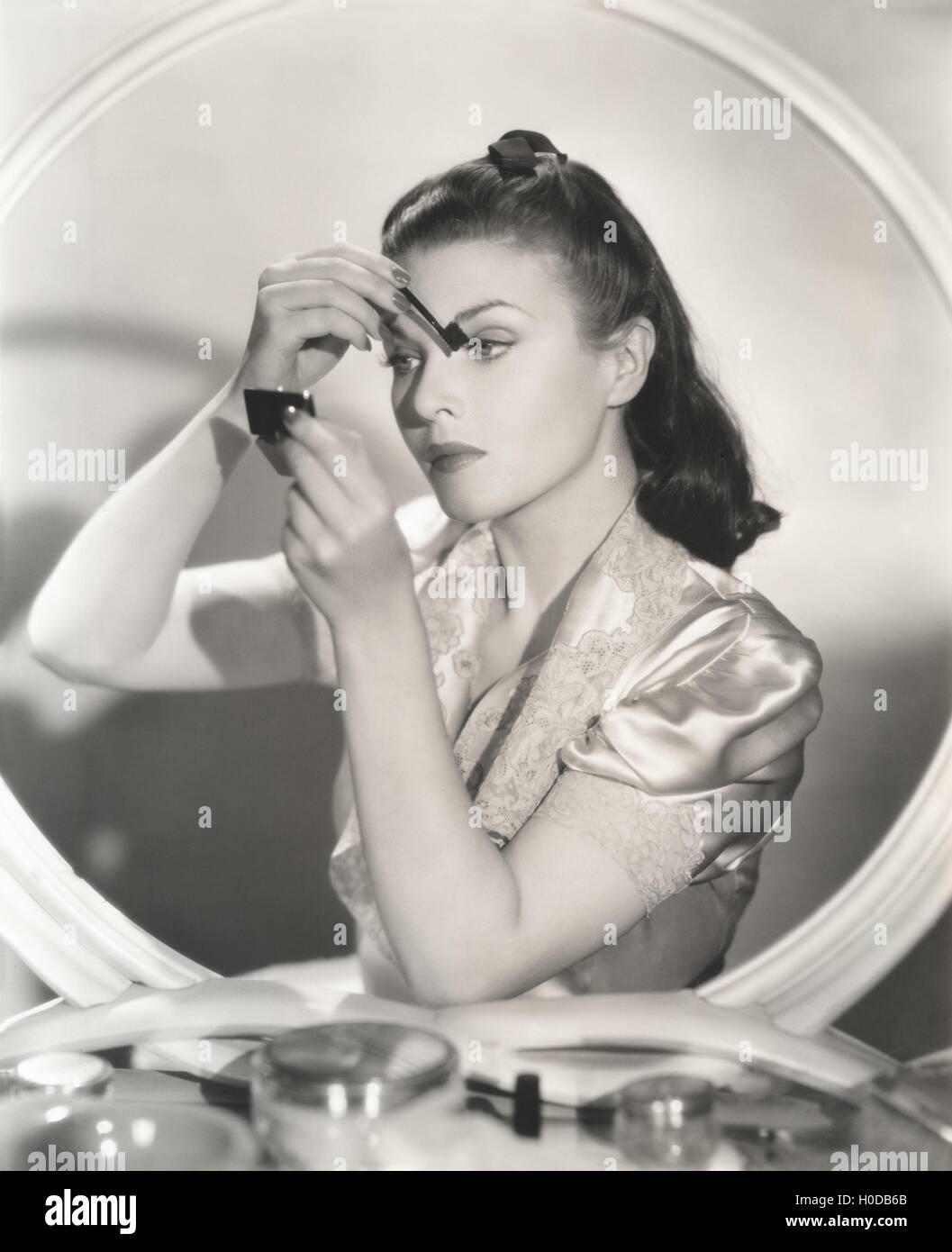 Reflexion Der Frau Im Spiegel Auge Schminken Stockfoto Bild