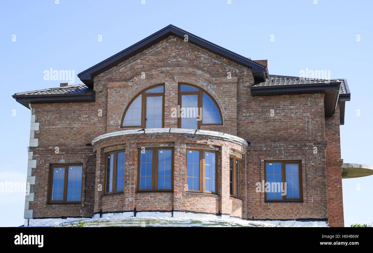 Sehr Das Haus setzt sich aus Ziegelstein mit Metallprofil Dach. Stuck WU24