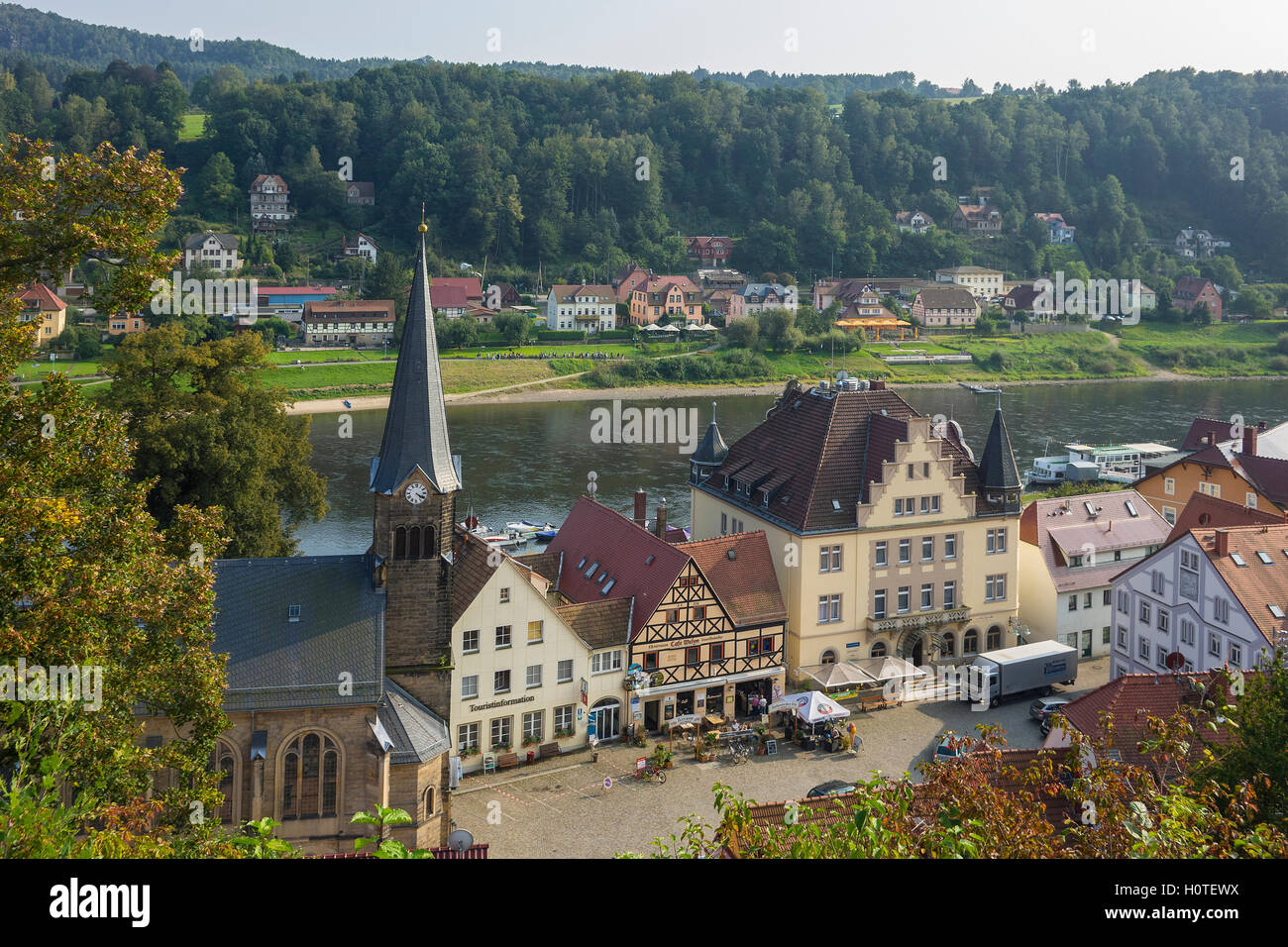 Deutschland, Sachsen, Stadt Wehlen & Fluss Elbe Stockbild