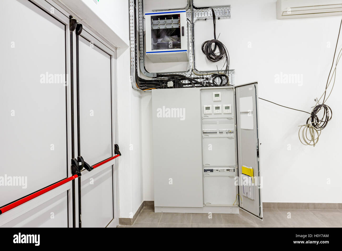home circuit breaker box stockfotos home circuit breaker box bilder alamy. Black Bedroom Furniture Sets. Home Design Ideas