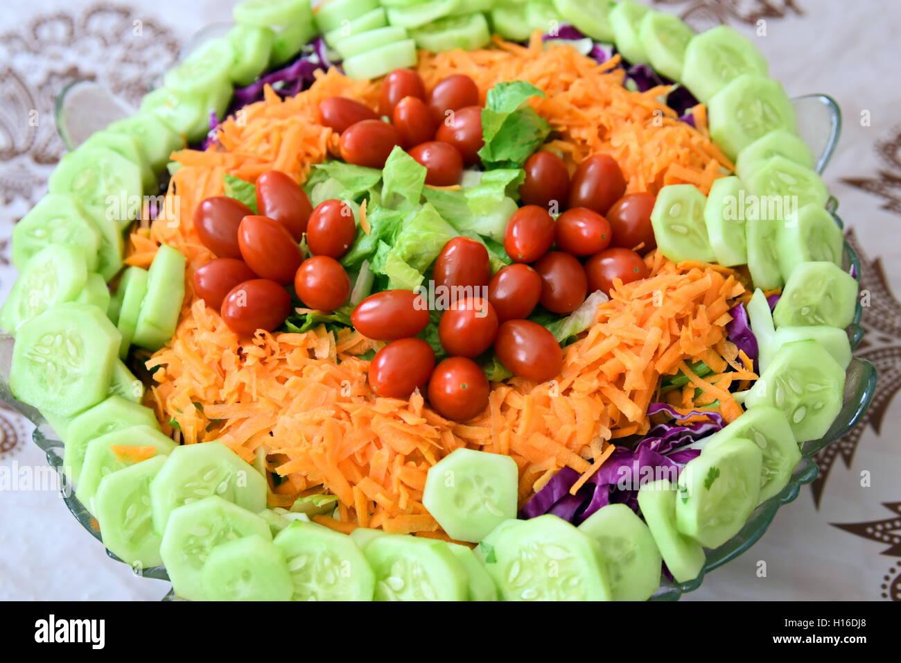 Persische Küche Mit Lasagne Und Salat