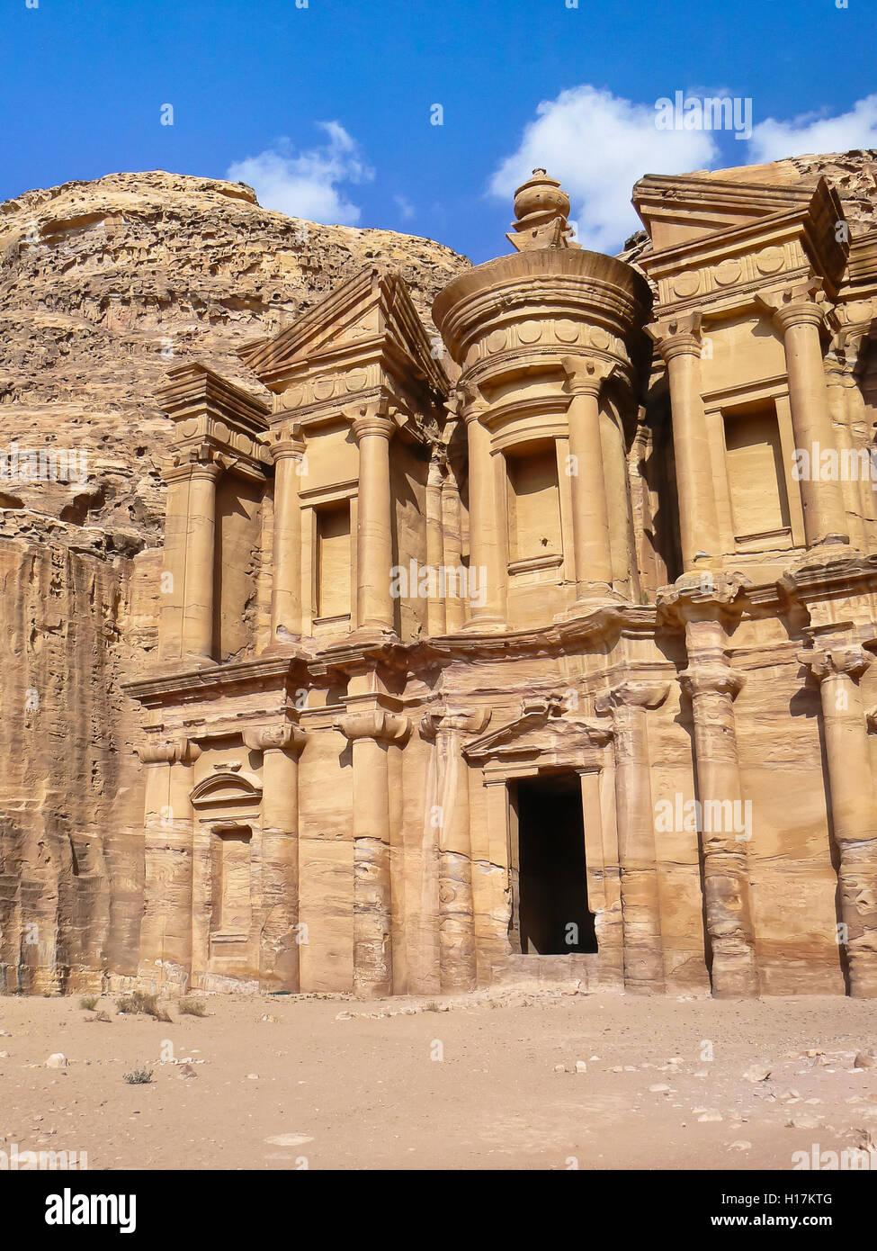 Kloster Deir El bei Petra, Jordanien Stockbild