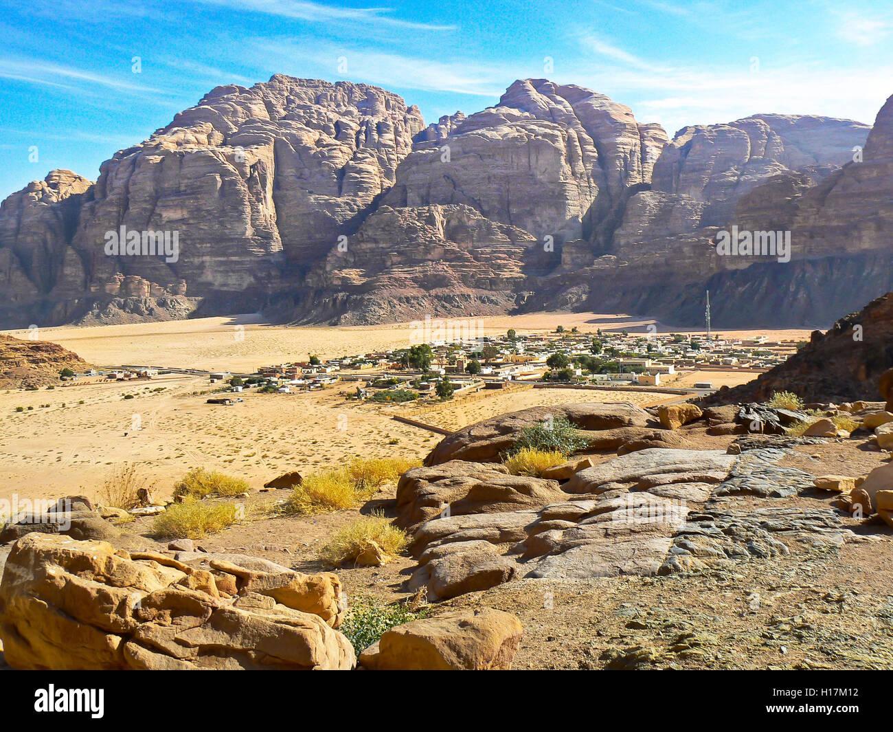 Das Dorf Wadi Rum von oben, Jordanien Stockbild