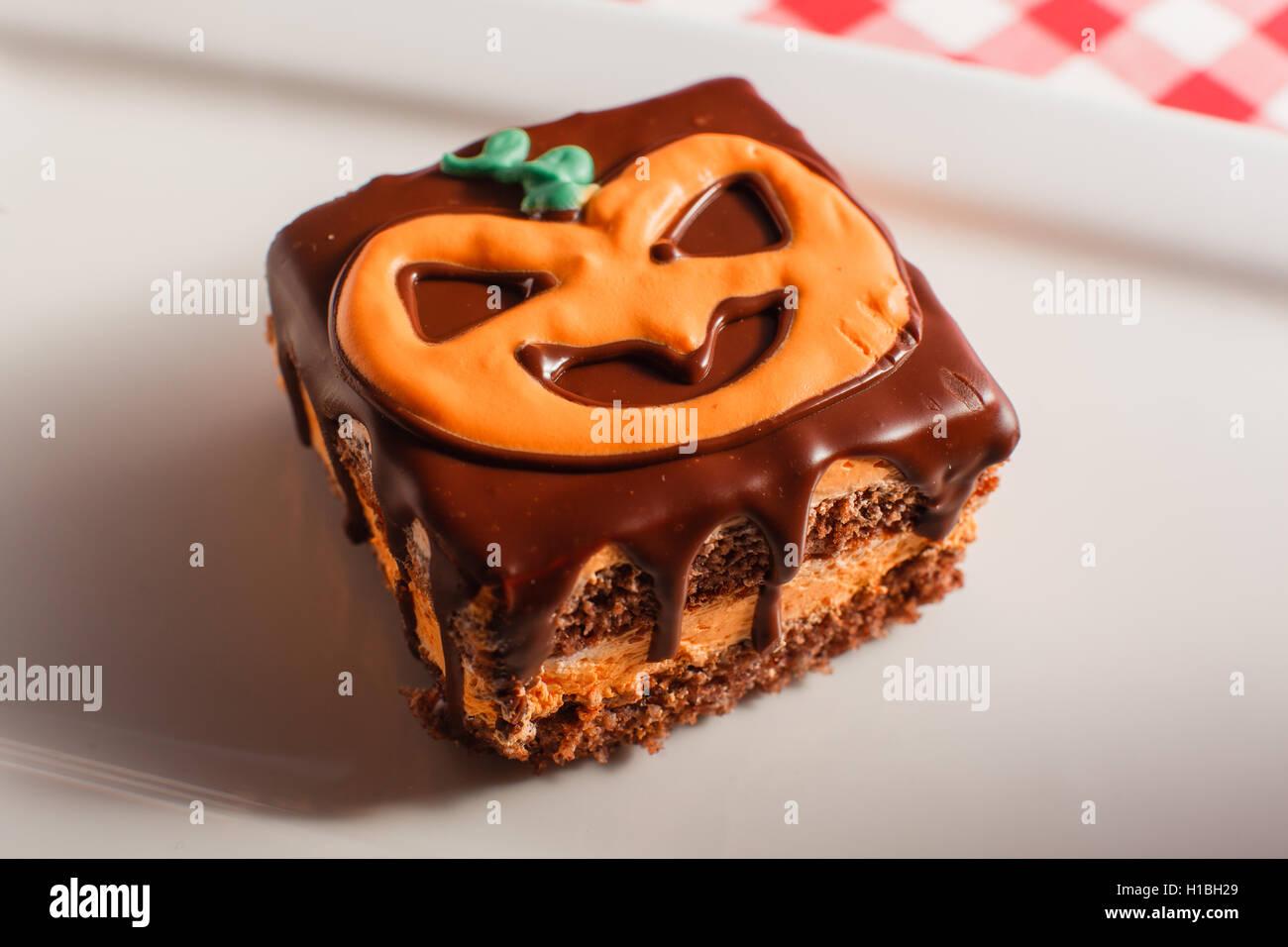 Lustige Leckere Kuchen Fur Halloween Auf Dem Tisch Horizontale