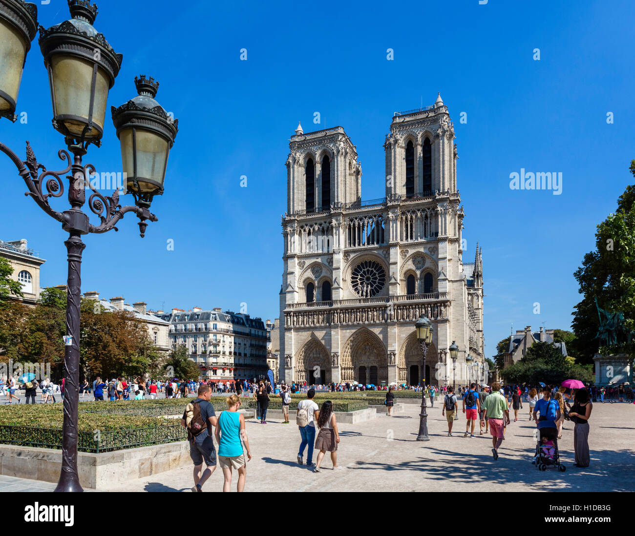 Notre-Dame, Paris. Westen vor der Kathedrale Notre-Dame (Notre-Dame de Paris), Île De La Cité, Paris, Frankreich Stockfoto