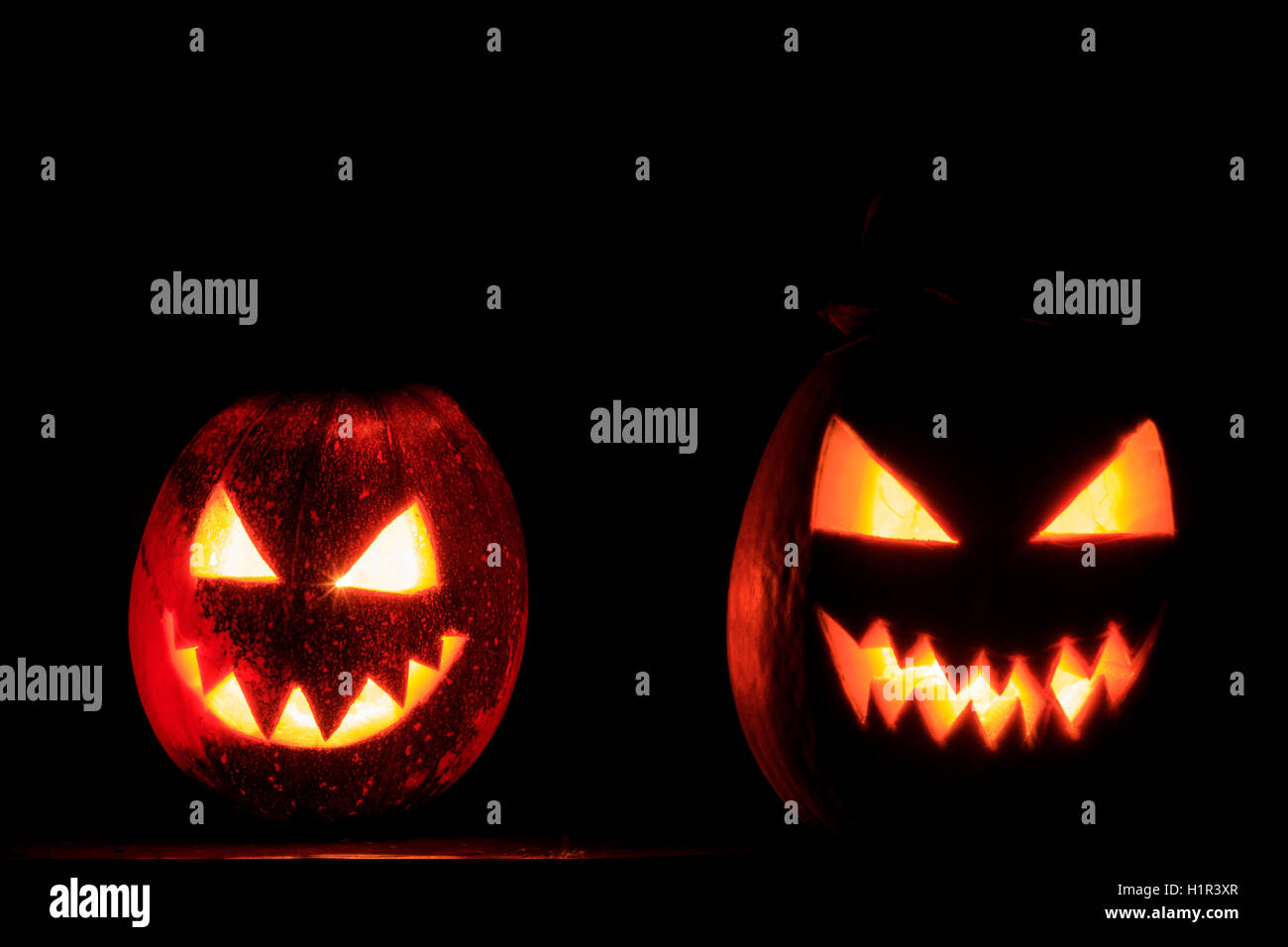 Schrecklichen Zwei Kürbis Gesichter Stockfoto Bild 121595231 Alamy