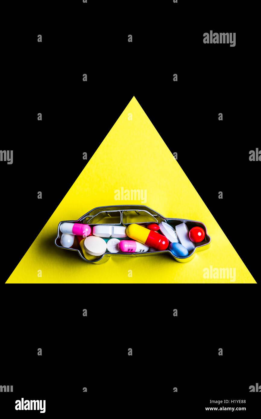 Llustration Medikamente und Nebenwirkungen auf das fahren. Stockfoto