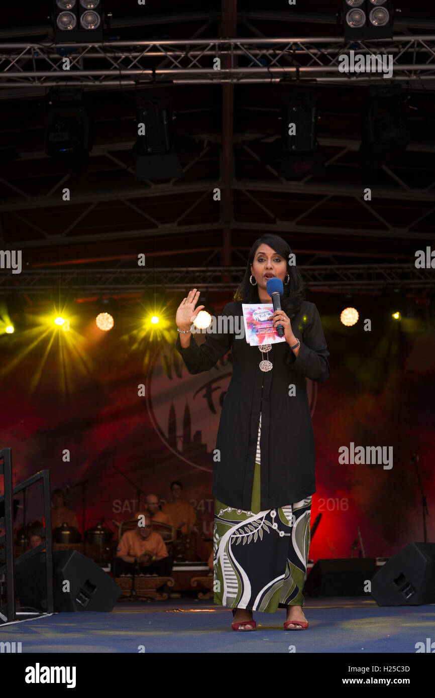 London, UK. 24. September 2016, kündigt einen anderen Darsteller in Malaysia Fest Credit: Kamil Mielczarek/Alamy Stockfoto