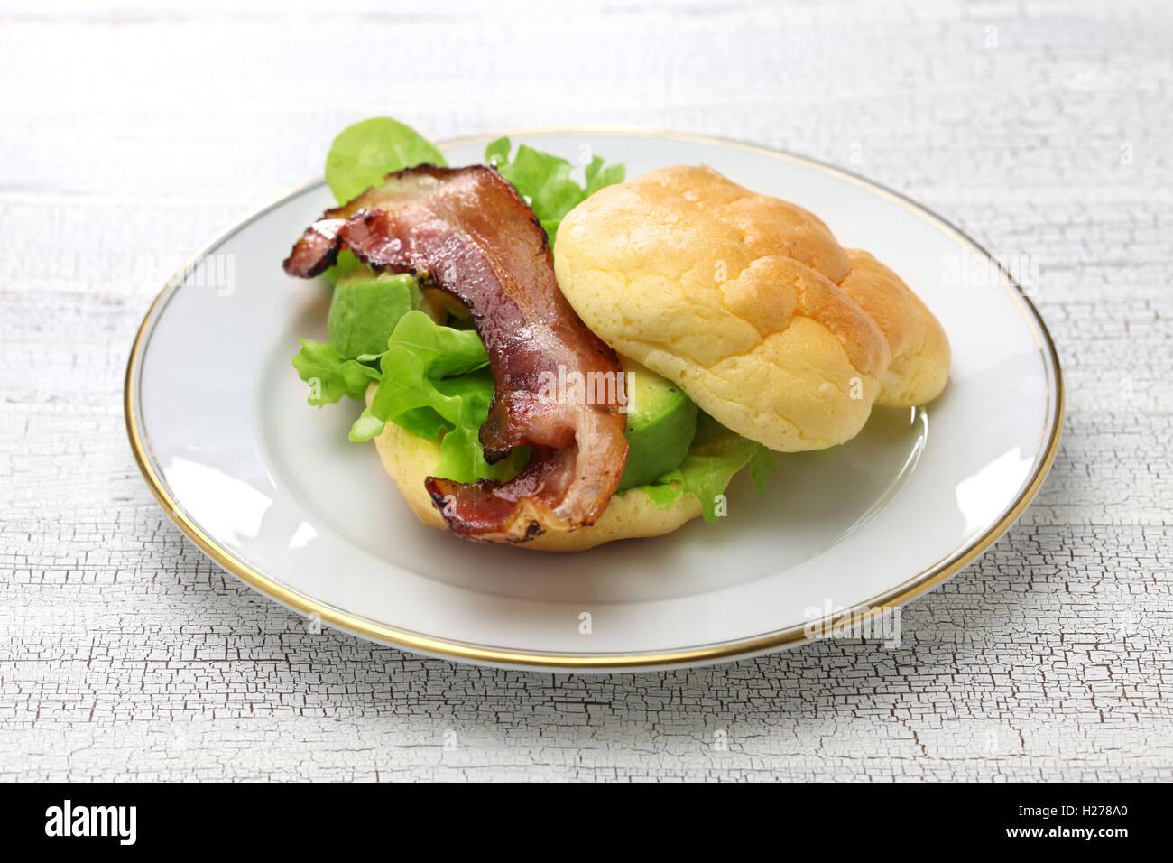 Cloud-Brot ist kein Carb Brot. Es machte mit Eiern, Frischkäse, Weinstein. Stockbild