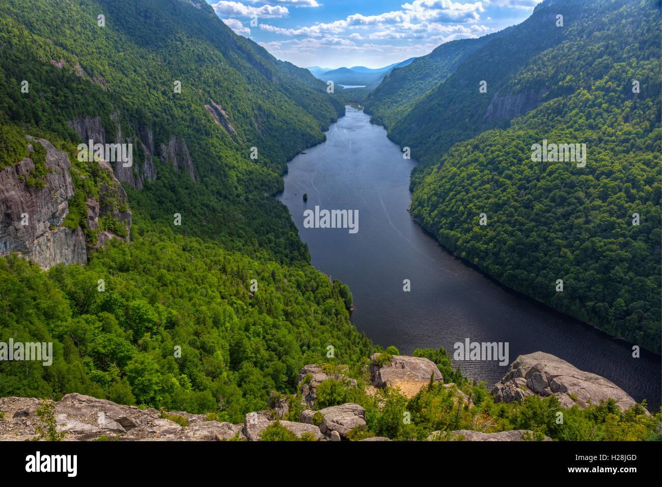 Einen herrlichen Blick auf den Untersee Ausable vom Indian Head Aussichtspunkt in der Region von hohen Gipfeln der Stockfoto