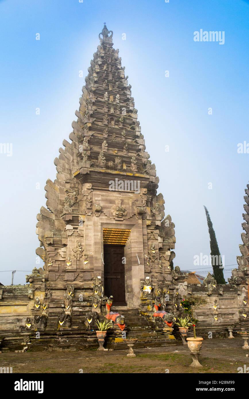 Indonesien, Bali, Batur, Pura Ulun Danu Batur, 11 Tier Meru Schrein aus ursprünglichen Tempel, am frühen Stockbild