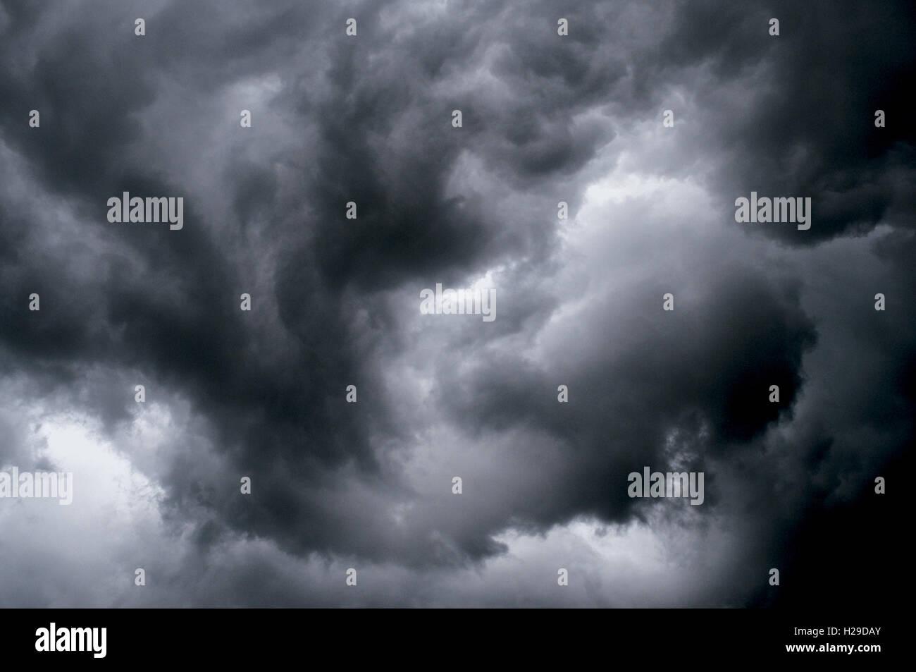 Wütend wirbelnden Himmel zeigt Sturm Rotation Stockbild