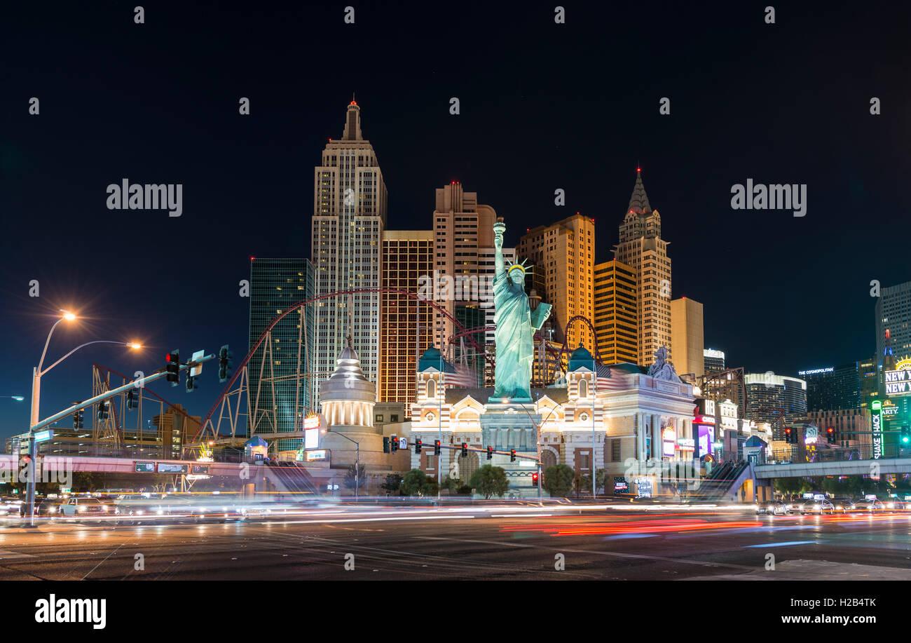 New York New York Hotel und Casino in der Nacht, Las Vegas, Nevada, USA Stockbild