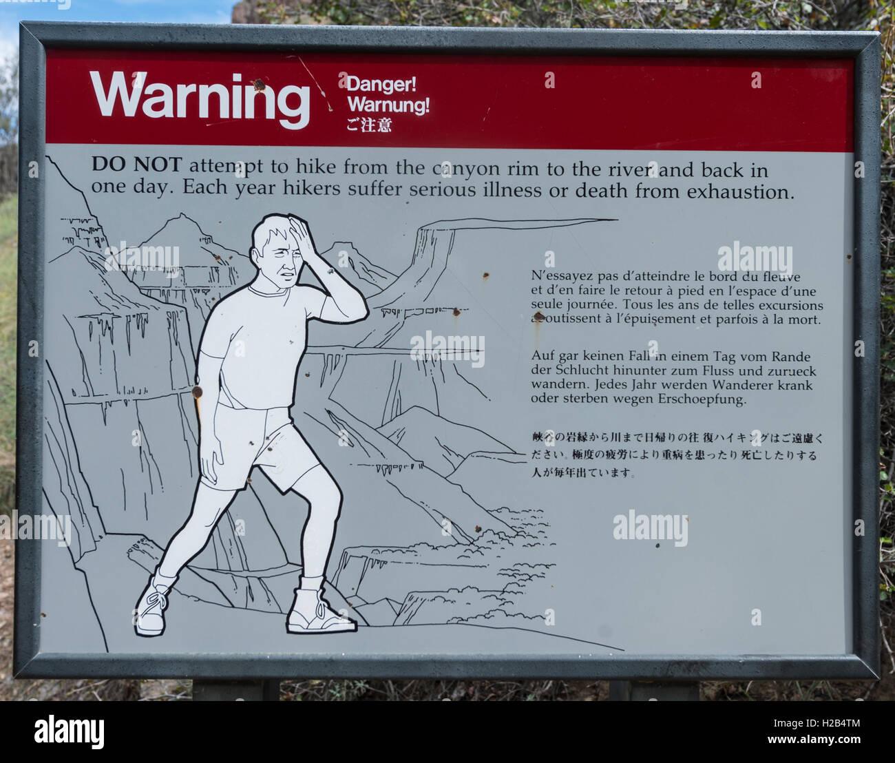 Warnschild für Wanderer, Warnung Erschöpfung und Hitze, Grand Canyon National Park, Arizona, USA Stockbild