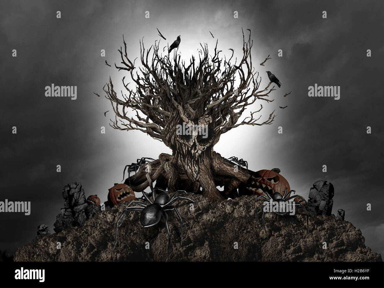 Haunted Halloween gruselig Baum Nacht Hintergrund als eine alte Anlage geformt wie ein Monster Schädel mit Stockbild