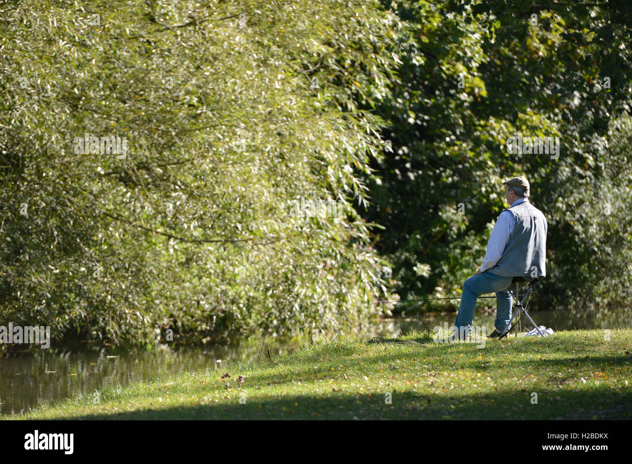 Angeln im Spätsommer, Barcombe Mills, East Sussex Stockfoto