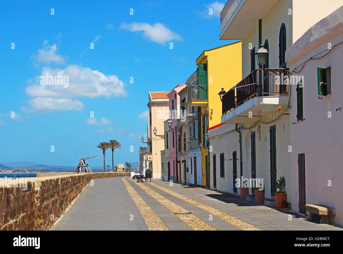 Uferpromenade in der Altstadt von Alghero, Sardinien, Italien Stockbild