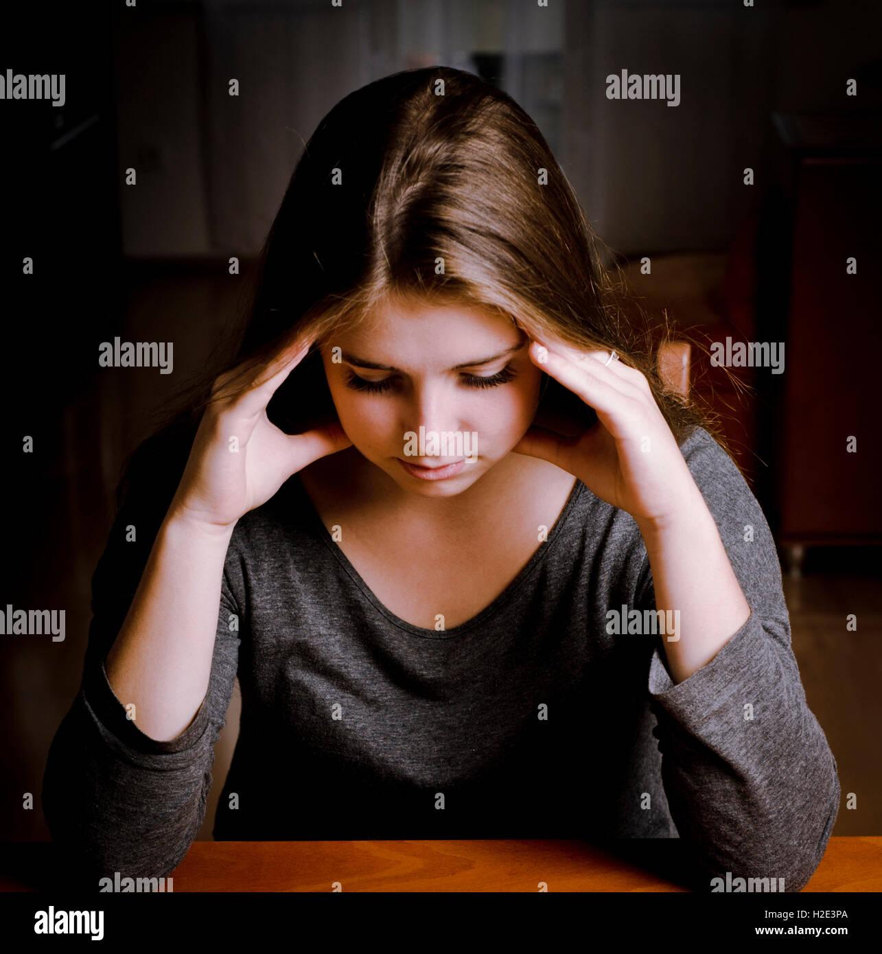 Mädchen mit einem Kopfschmerzen oder depressiv Stockbild