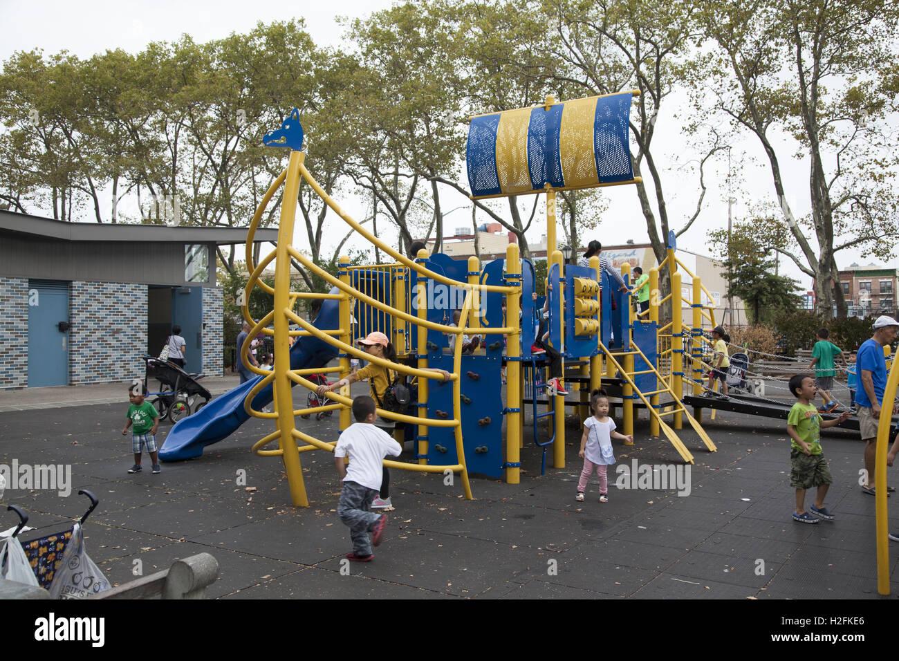 Klettergerüst Schiff : Spielplatz am lief erikson park mit viking schiff klettergerüst für
