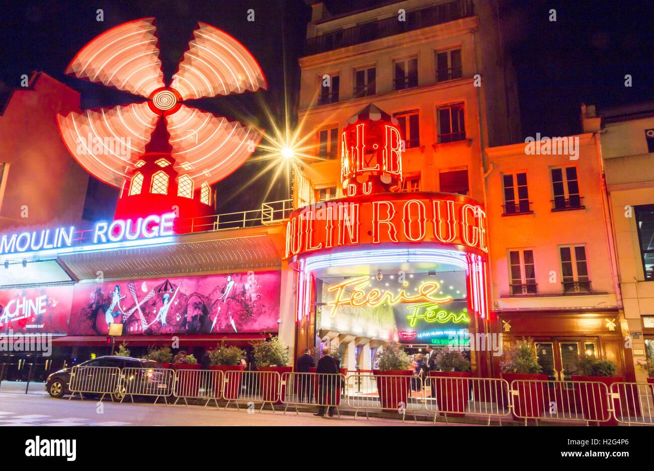Paris, Frankreich-Juni 06, 2016: Die berühmten Cabaret Moulin Rouge befindet sich in Montmartre-Viertel am Stockbild