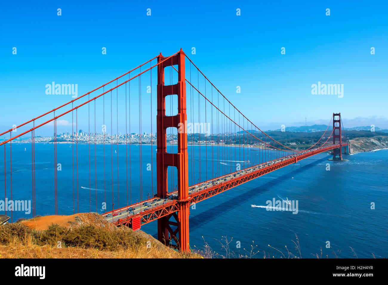 Golden Gate Bridge und die Skyline von San Francisco Stockbild
