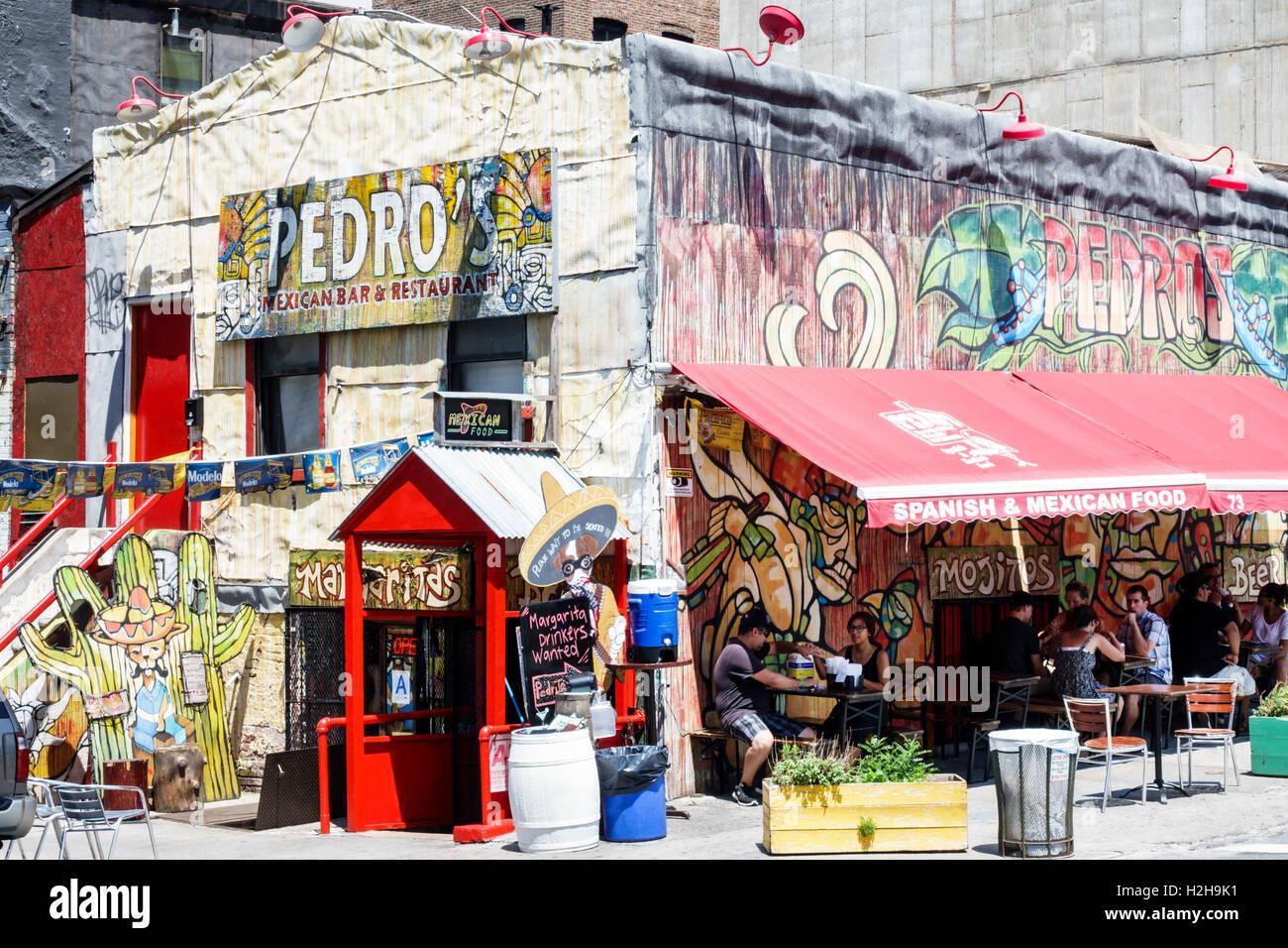 Brooklyn New York City NYC NY Dumbo Front Street Pedros Mexican Bar Und  Restaurant Außen Graffiti