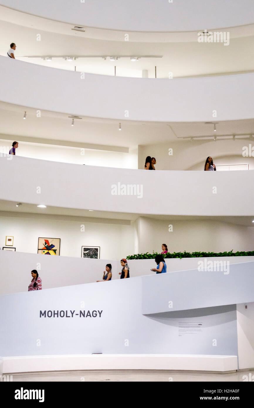 Manhattan New York City NYC NY Upper East Side Guggenheim Museum im Museum für moderne Kunst Frank Lloyd Wright Stockbild