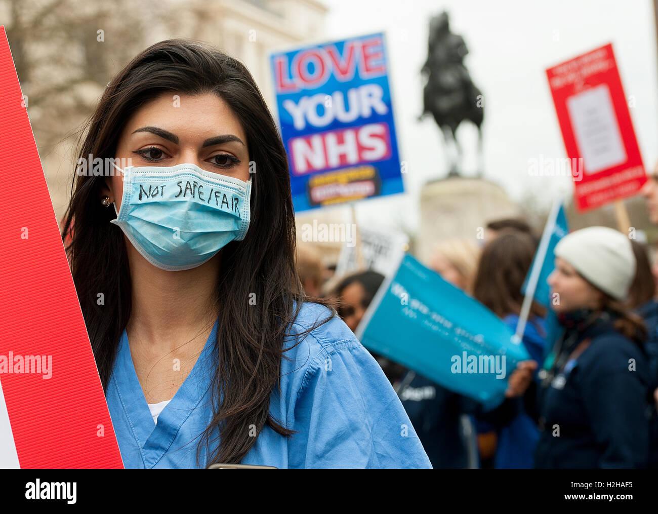 London, UK. 6. Februar 2016. EDITORIAL - Ärzte-Rallye, Protest gegen die Pläne der Regierung, NHS Arzt Stockbild