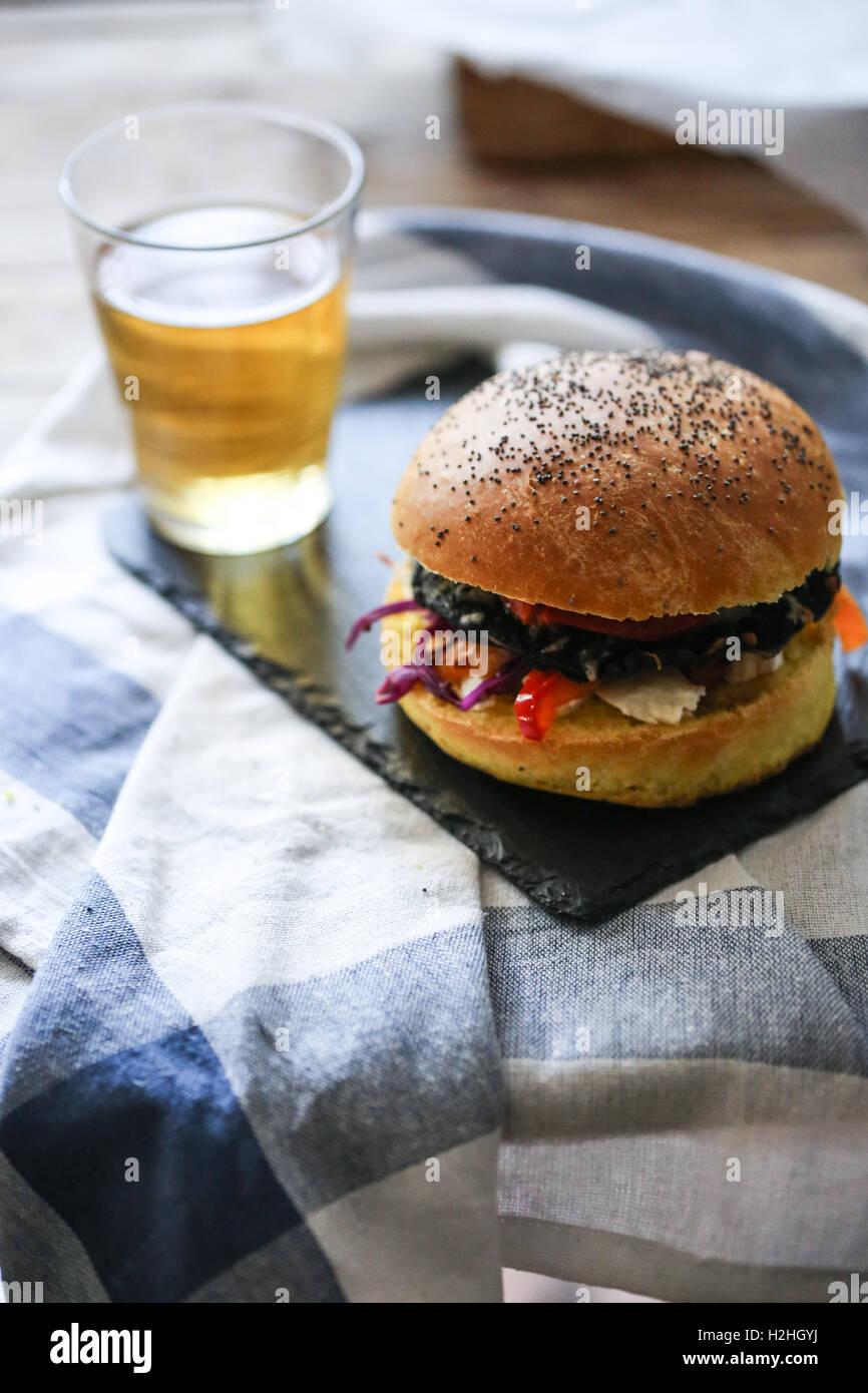 Veggie Portobello mushroom burger Stockbild