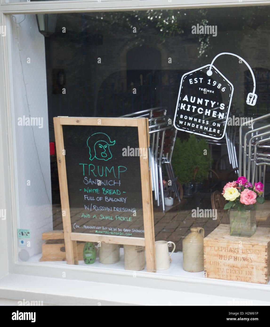 Cumbria UK 30. September UK Bowness auf Windermere Dorf. Café ...